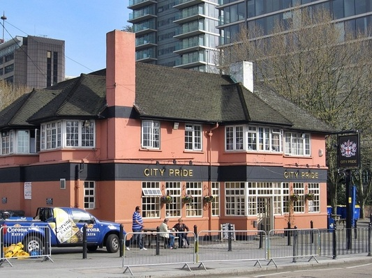 The now demolished City Pride pub on Isle of Dogs was a rare alternative to the faceless chrome & glass franchised bar establishments of Canary Wharf
