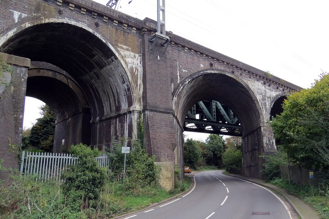 Picture of East Hyde where the  Chiltern Green Viaduct spans the Lea Valley.